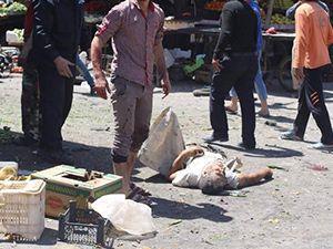 Eli kanlı Rejim, pazar yerinde katletti