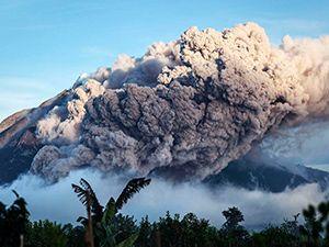 Sinabung Yanardağı kül püskürüyor; ölümler artıyor