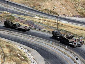 Askerler, tanklar ve zırhlı araçlarla Şırnak'tan çekiliyor