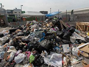 Fransa'nın çöp şehri: Paris!