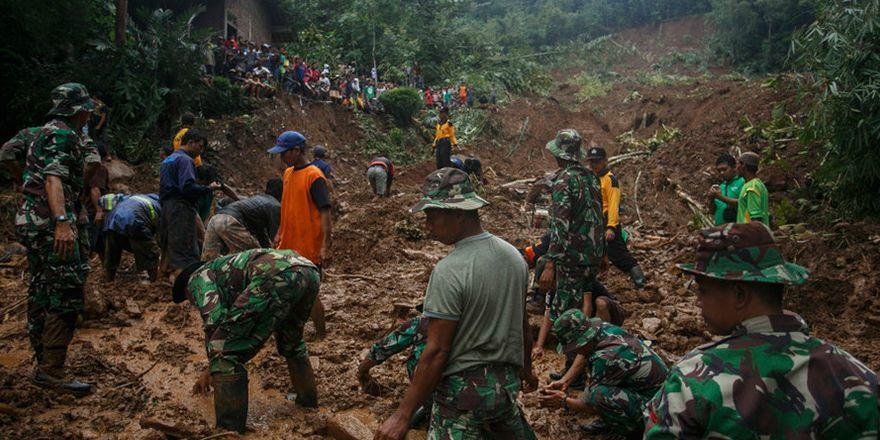 Endonezya'da heyelan: Onlarca kişi öldü