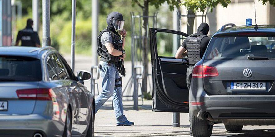 Almanya'da silahlı saldırı: Olay yerinden ilk görüntüler