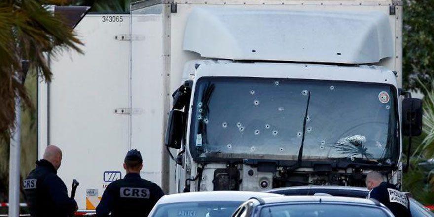 Fransa Nice'de kamyonlu saldırı