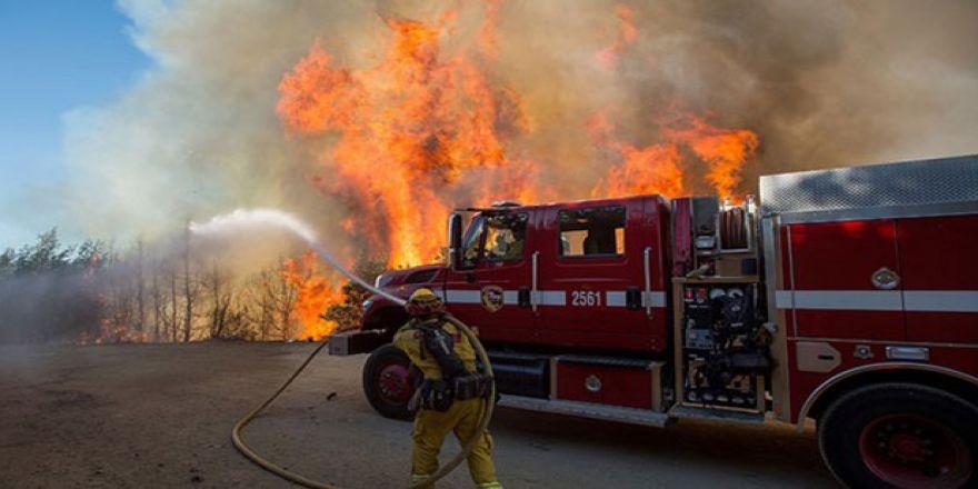 ABD'nin SantaCruz Dağların'da yangın görüntüleri