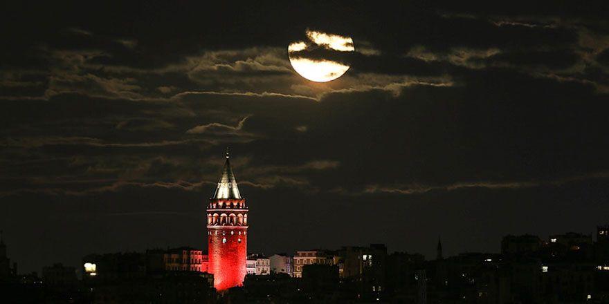 Süper Ay'ın görülmesi için son saatler