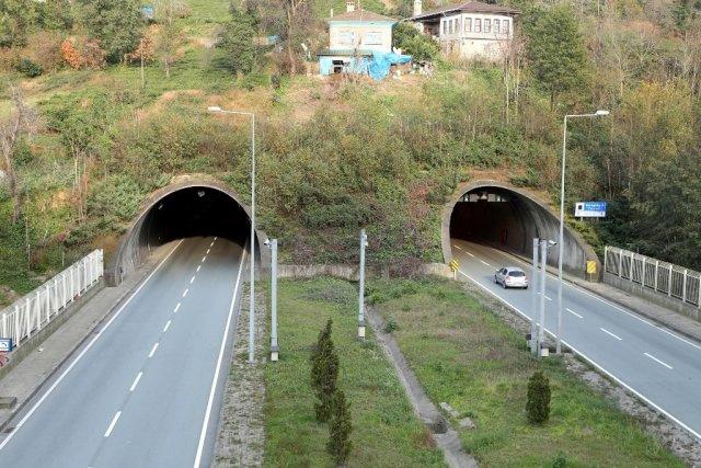 Doğa ile bütünleşen tünellerin görüntüleri 1