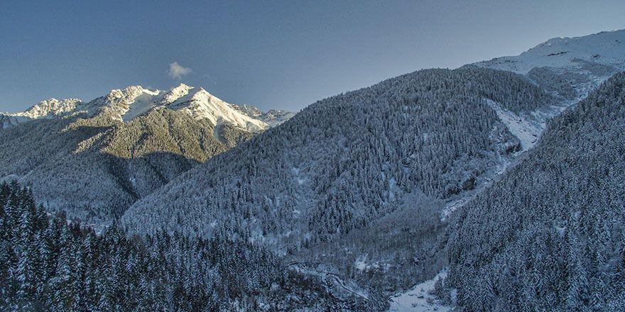 Rize'de Kaçkar dağları beyaza büründü