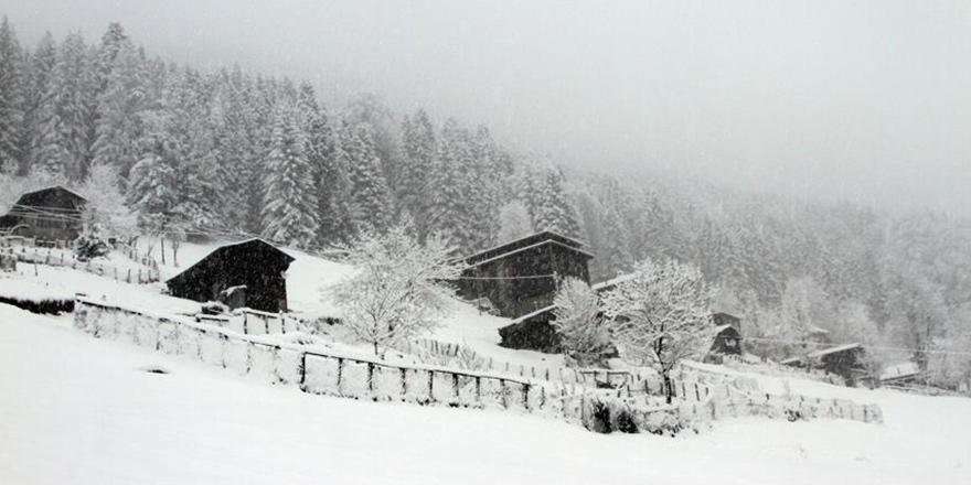 Rize Çamlıhemşin'de kar yağışı 1