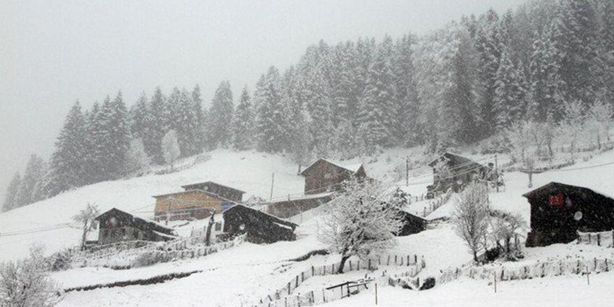 Rize Çamlıhemşin'de kar yağışı