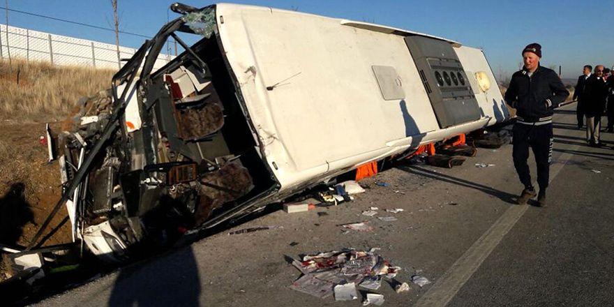 Afyon'da yolcu otobüsü kaza geçirdi: 2'si ağır 35 yaralı