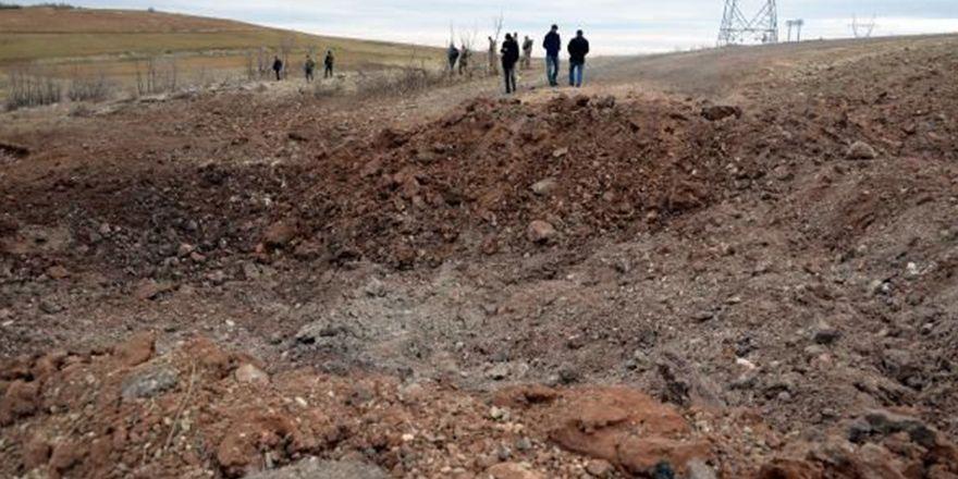 Hazro'da karakola bombalı araç saldısı
