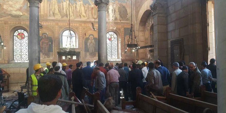 Kahire'de katedral patlamasından görüntüler