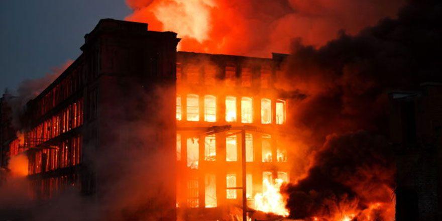 İngiltere'de Maple Mill pamuk fabrikası yangın görüntüleri