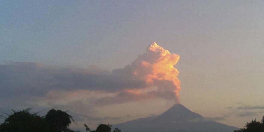 Meksika'da volkan/yanardağ patlamasının görüntüleri 1