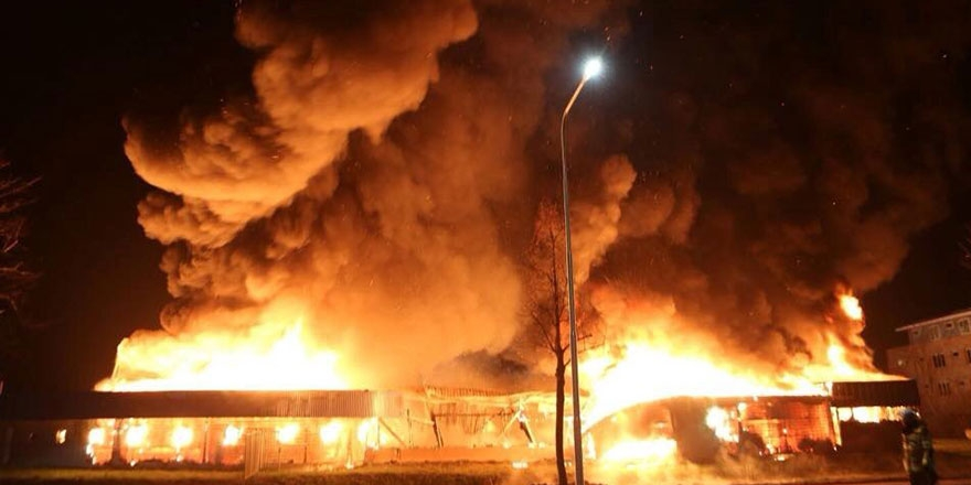 Hollanda'da yangın: Cami kundaklandı 1