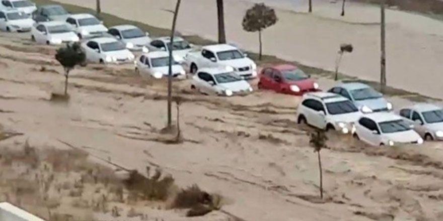 Mersin'de sel görüntüleri: 1 ölü