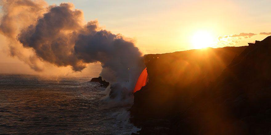 Kızgın lavların okyanusla buluştuğu o anlar