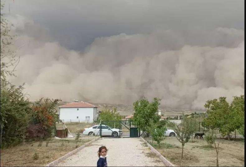 Ankara'daki kum fırtınasından çarpıcı kareler 1