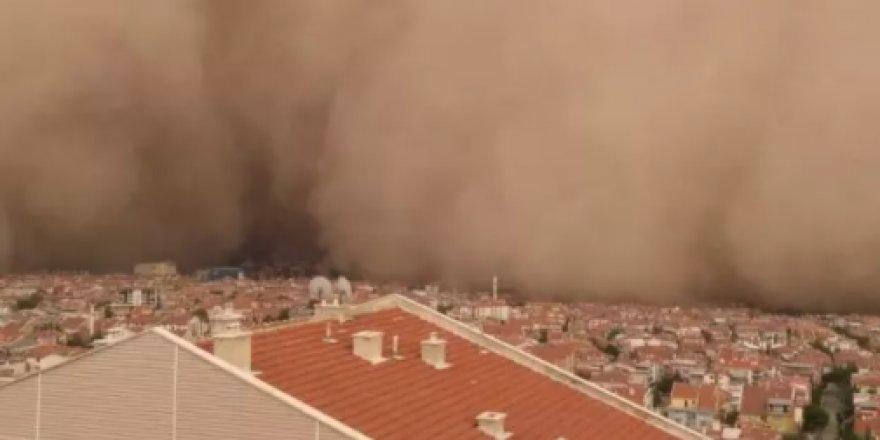 Ankara'daki kum fırtınasından çarpıcı kareler