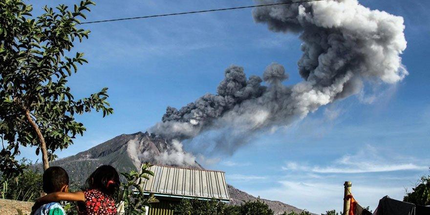 1,2 milyon insan patlama riski olan yanardağın çevresinde yaşıyor