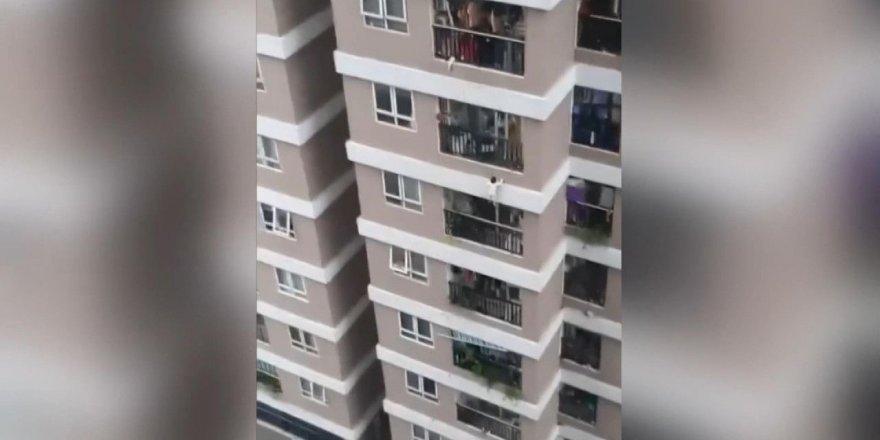 3 yaşındaki çocuk 12'nci kattan düştü