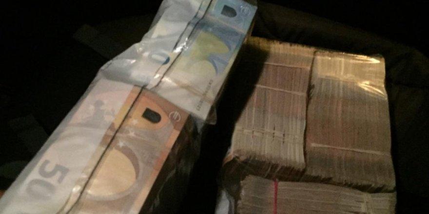 300 bin euro '2 milyon 800 bin'lirasınıtakside unuttu!
