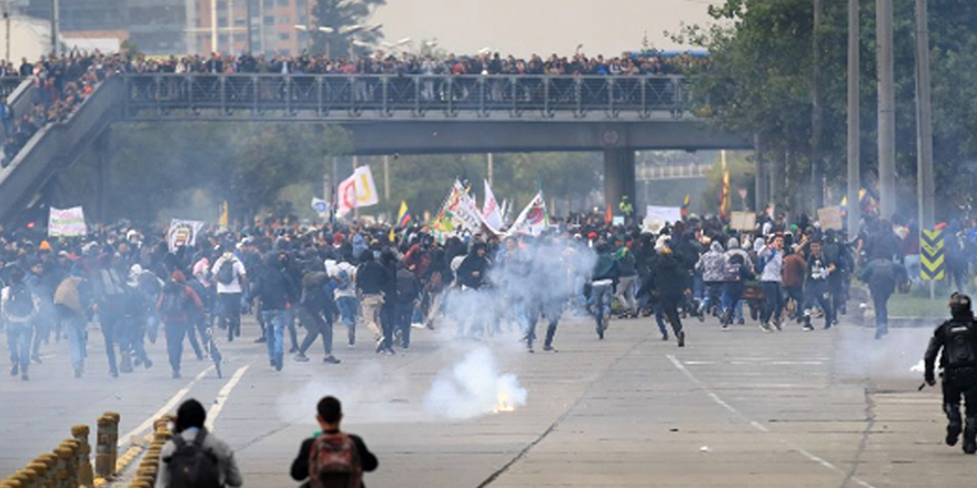Kolombiya'da öğrencilerle polis çatıştı