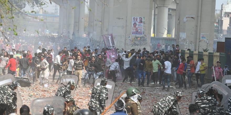 Hindistan'daki eylemlerde kan aktı