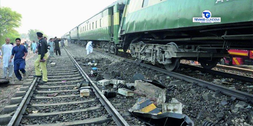 Pakistan'da feci tren kazası:19 ölü, 60 yaralı