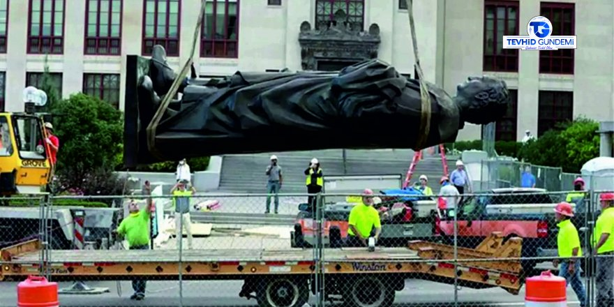 Amerika kıtasını keşfeden Kristof Kolomb'un heykeli Kaldırıldı
