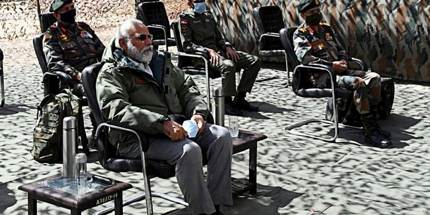 Hindistan Başbakanı Çin sınırına gitti, Pekin'den uyarı gecikmedi