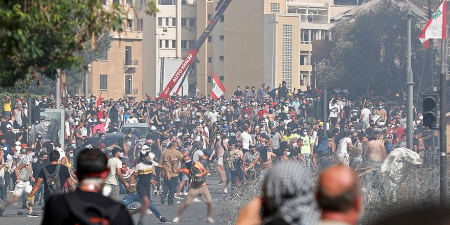 Lübnan'da halk meydanlarda, Dışişleri binası işgal edildi!