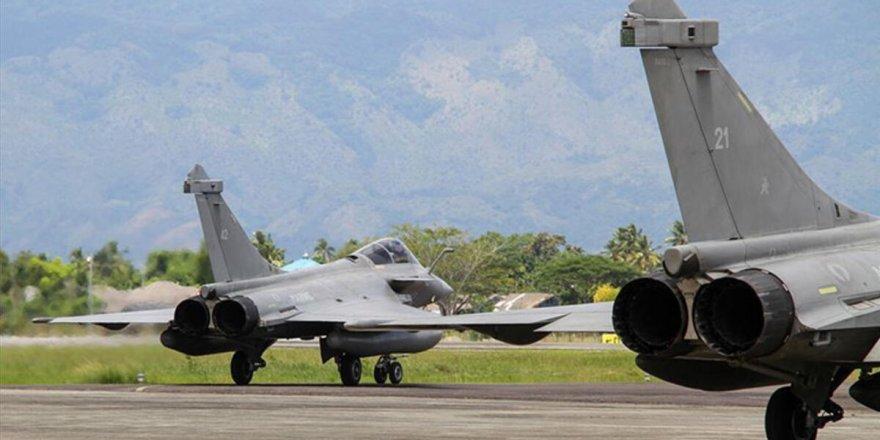 Fransız savaş uçakları Kıbrıs hava sahasında