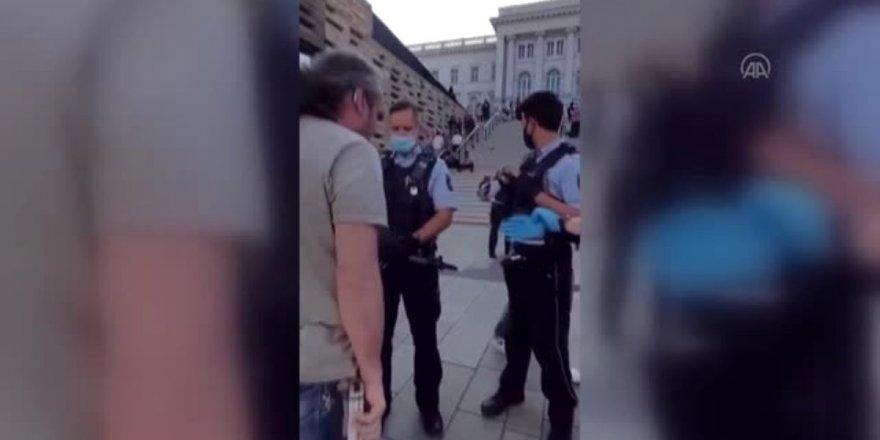 Alman polisinden görme engelli vatandaşa şiddet
