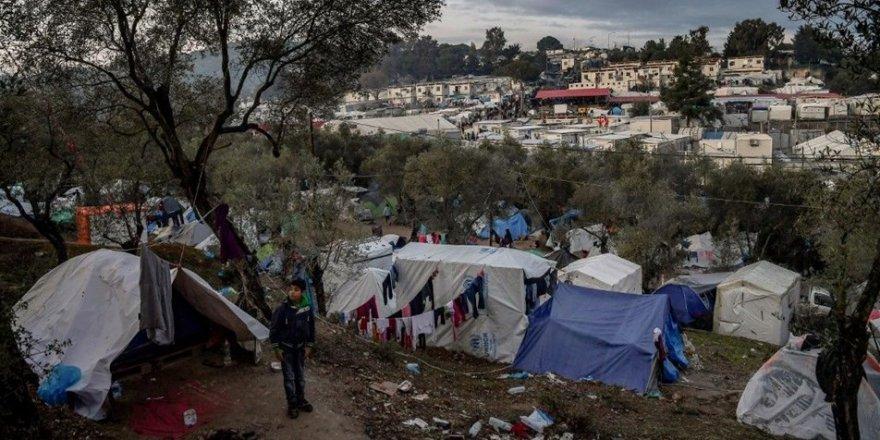 Midilli Adası'ndan 2.500 mülteci Yunanistan'a götürülüyor