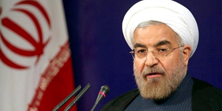 Ruhani: 3 yıldır ekonomik savaş içerisindeyiz