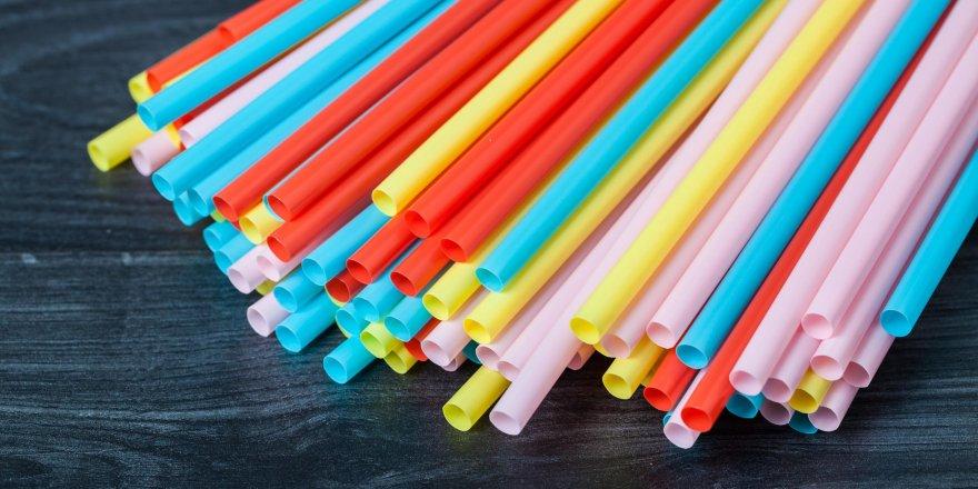 İngiltere'de plastik pipet ve kulak temizleme çubuklarının satışı yasaklandı