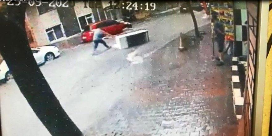 Gaziosmanpaşa'da, Sele kapılan buzdolabının peşinden böyle koştu