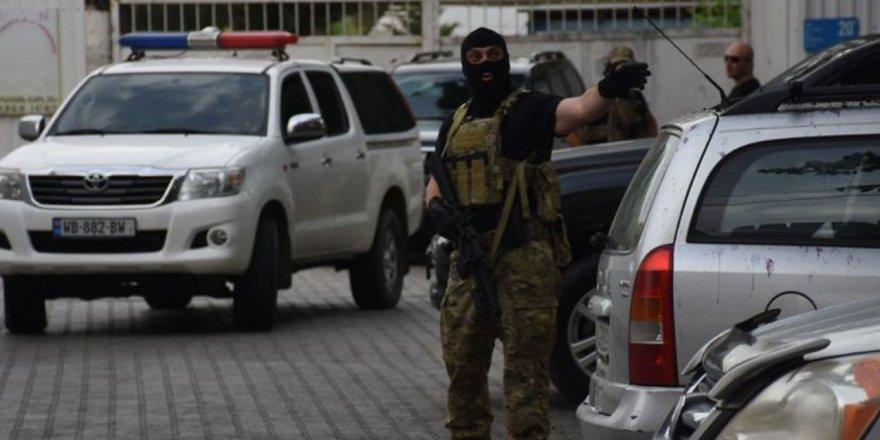 Gürcistan'da soygun: Saldırgan talep ettiği parayı alarak izini kaybettirdi