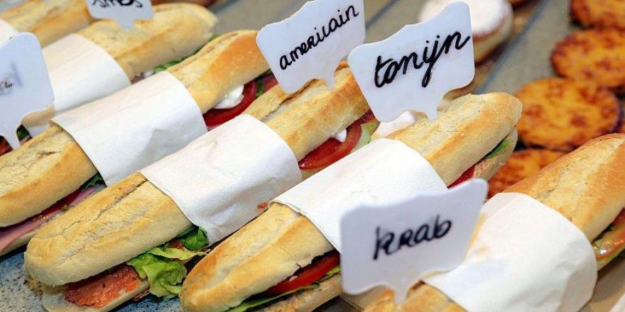 Birlikte sandviç yiyen 5 öğrenciye bin 250 euro ceza