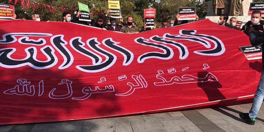 Fransa'nın, Allah Resulü'ne hakareti İstanbul'da lanetlendi
