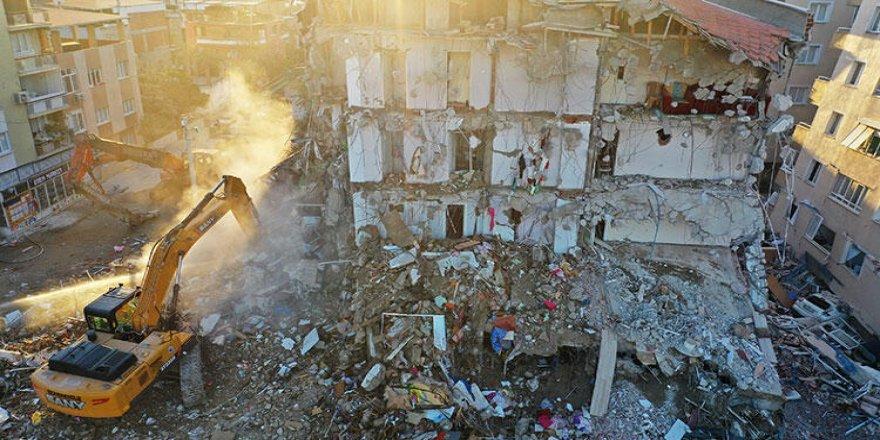 İzmir'deki yıkım 'sıvılaşmadan' kaynaklanıyor
