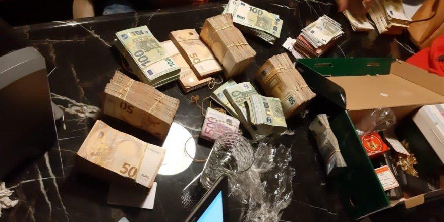 İzmir merkezli dolandırıcılık şebekesine operasyon, mal varlıklarına el konuldu