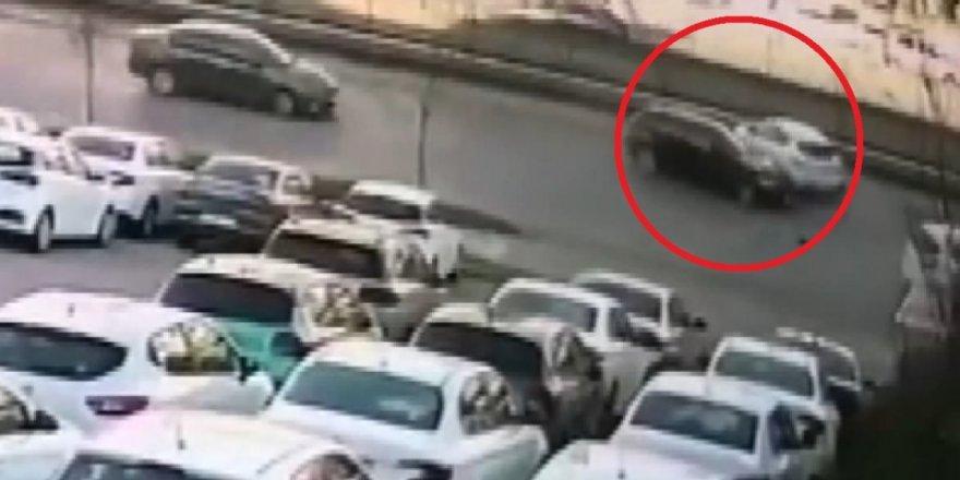 Bursa'da yola atlayan kedi, zincirleme kazaya sebep oldu