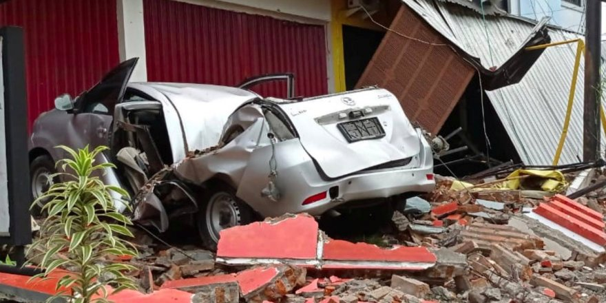 Endonezya'da deprem: En az 10 ölü