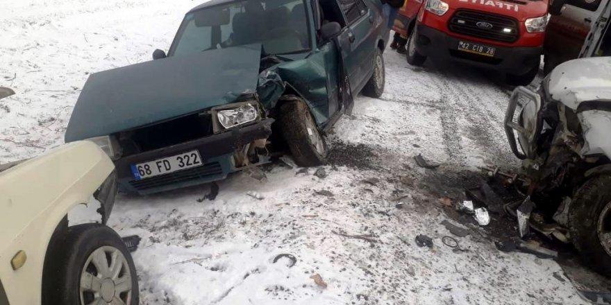 Konya'da üç araç birbirine girdi: 1 ölü, 4 yaralı