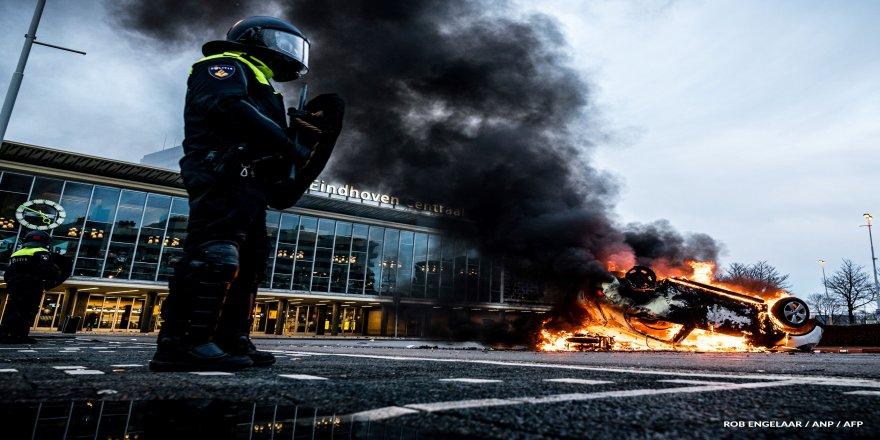 Hollanda'da sokağa çıkma yasağı protestoları sonrası 15 kentte acil durum ilan edildi!