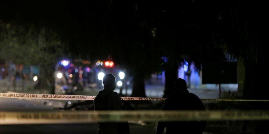 Meksika'da silahlı ev baskını, 11 kişi hayatını kaybederken 2 de yaralandı.