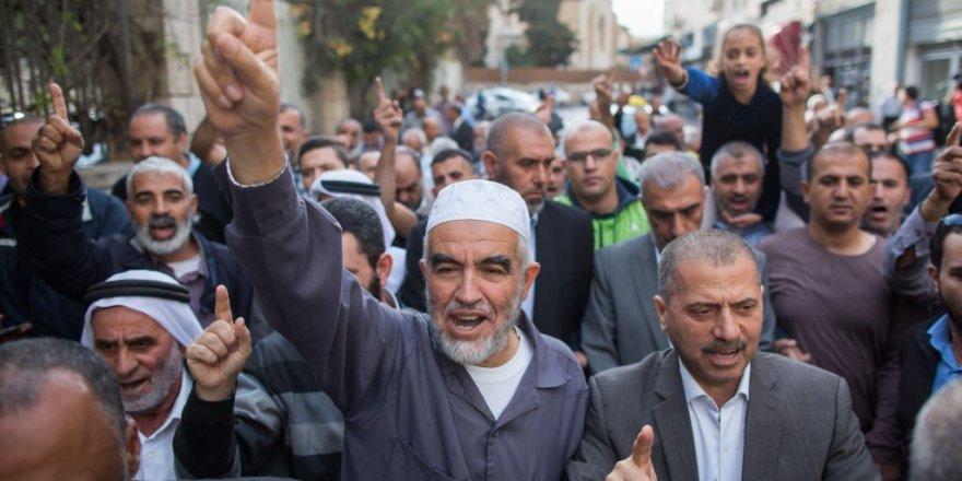 İsrail mahkemesi, Filistinli lider Raid Salah'a 6 ay hücre cezası daha.
