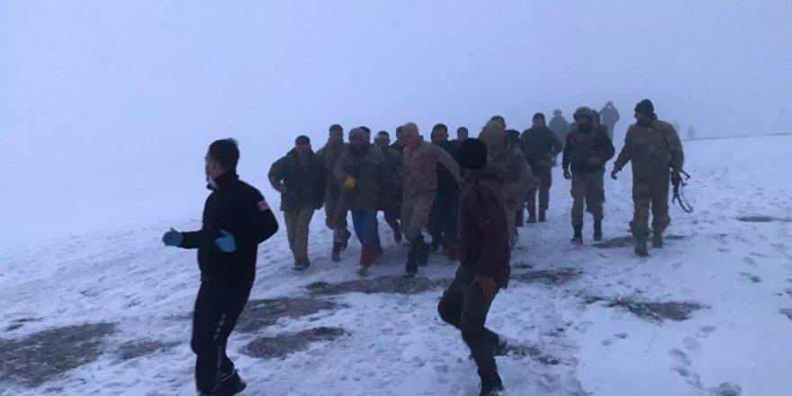 Bitlis'te içinde 13 askerin bulunduğu helikopter düştü